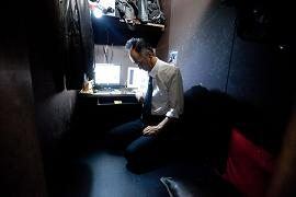 The Poor Treatment Of Temporary Workers In Japan Causes Many People To Live In Internet Cafes [VIDEO]