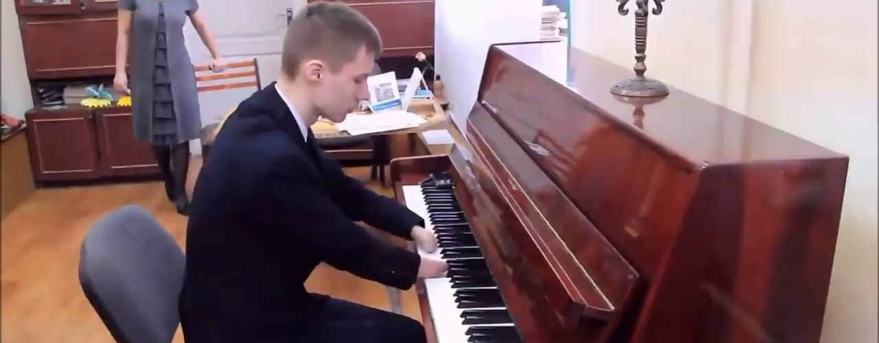 This Russian Teen Born Without Fingers Becomes A Celebrated Pianist [VIDEO]